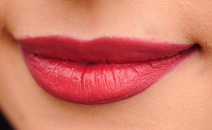 какой цвет помады увеличивает губы