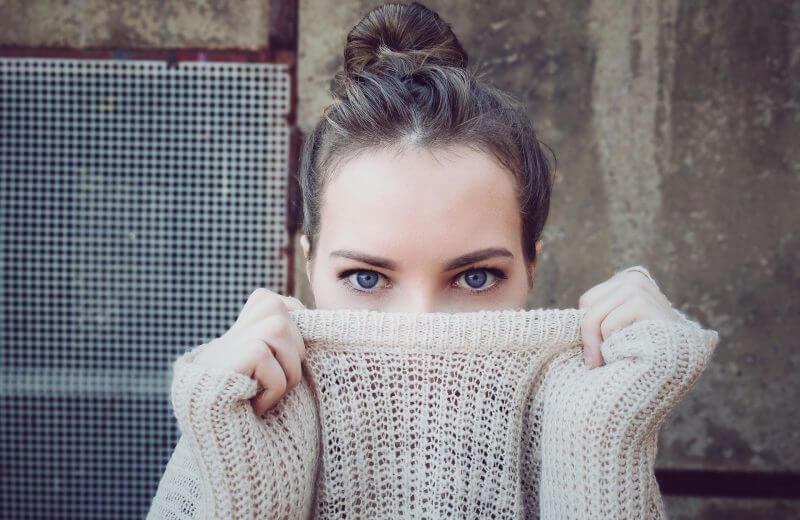 с чем носить женский свитер