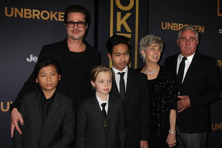 Брэд Питт с семьей на премьере драмы «Несломленный»