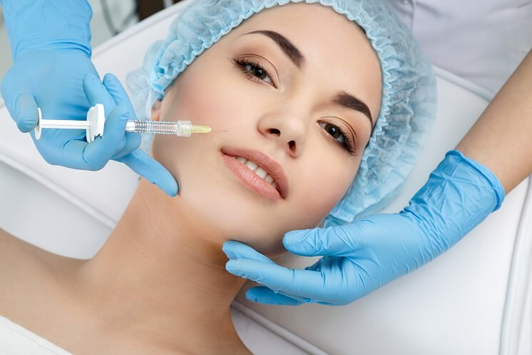 Контурная пластика лица: особенности процедуры и возможные осложнения
