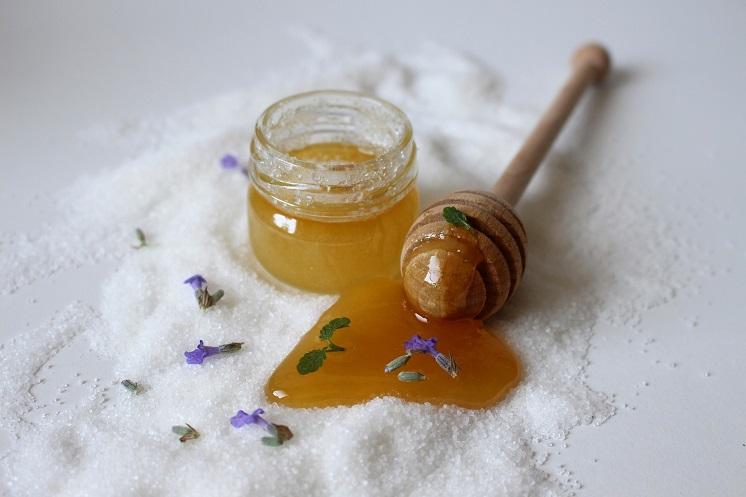 антицеллюлитное обертывание с медом
