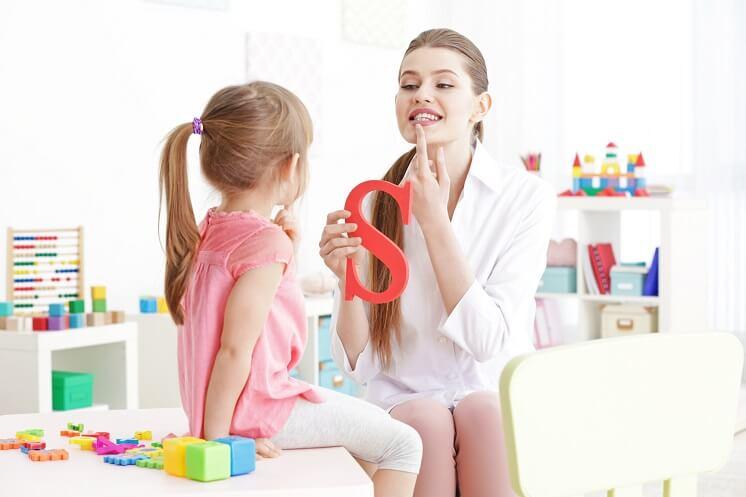 Как правильно лечить заикание у ребенка