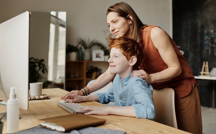 заставить ребенка делать уроки